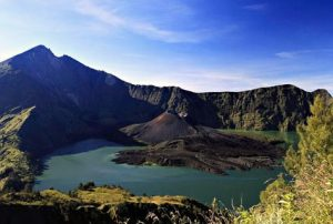 Jour 3: Plawangan Sembalun - Sommet Mont Rinjani -  Senaru - Mataram ou Senggigi